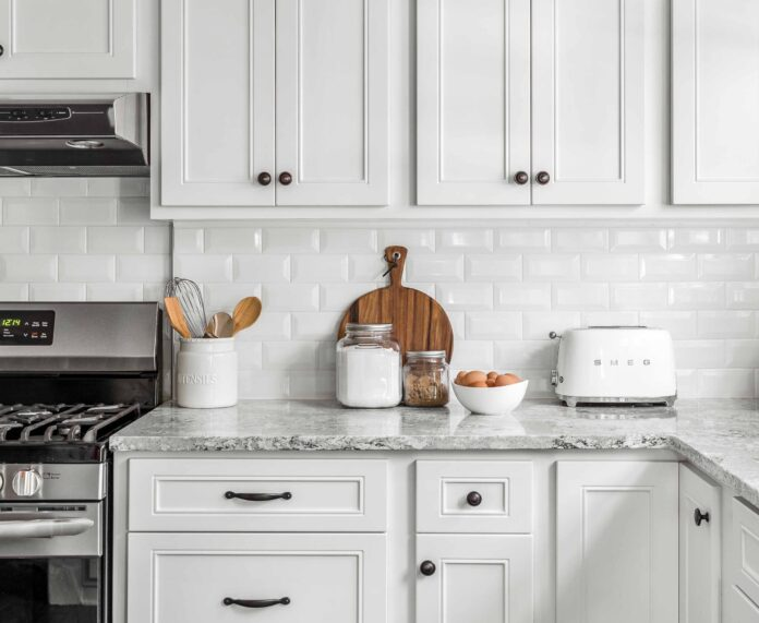 Brighten Up! How to Coordinate Your Kitchen with White Cabinets