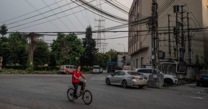 China Power Outages Close Factories and Threaten Growth