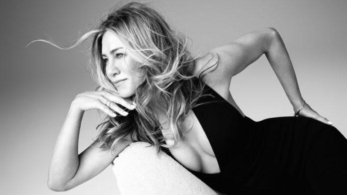 Jennifer Aniston's LolaVie Glossing Detangler is a hair care must-have